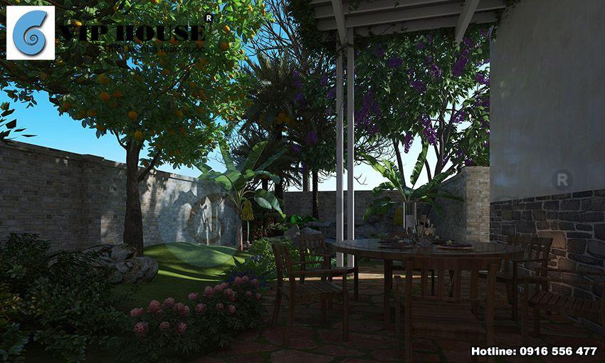 Sân sau nhà được thiết kế một bộ bàn ghế nhỏ kết hợp trồng cây