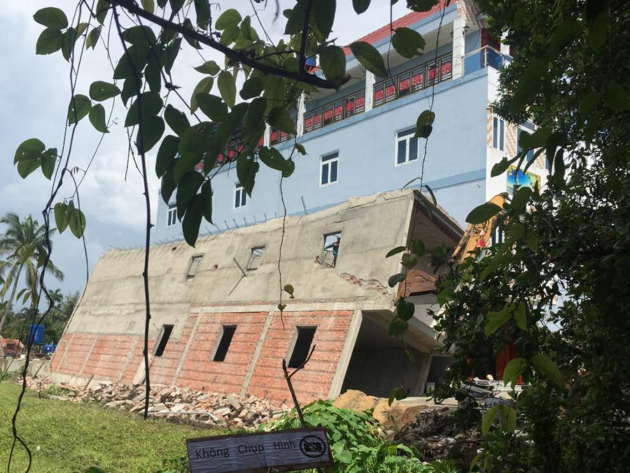 Hình ảnh: Ngôi nhà 2 tầng đổ sập khi đến giai đoạn sắp hoàn thiện