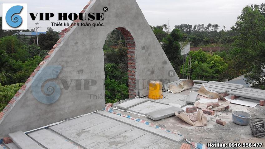 Mái nhà và khối mái được dựng lên theo đúng kỹ thuật